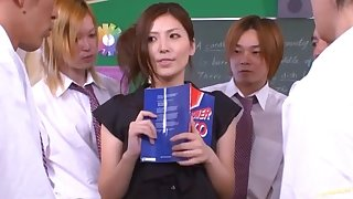 Japanese tutor Yuna Shiina drops on her knees far blow + bukkake