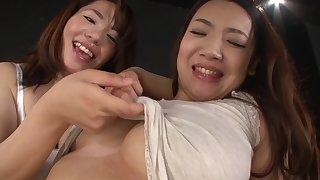 Tsuna Nakamura and a girl please each other's cunts without sex toys