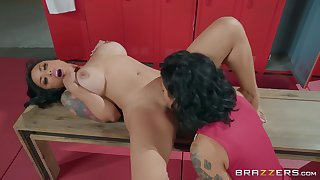 Bay room mating between two adult lesbians Favoured Gold & Kaylani Lei
