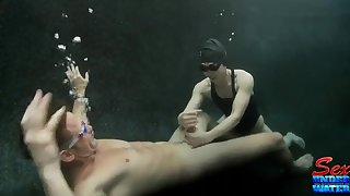 Nuts underwater sex with Asian Assain babe